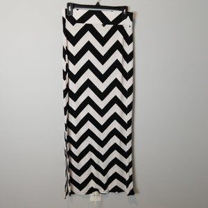 A.N.A Black & White Chevron long Maxi Skirt Small